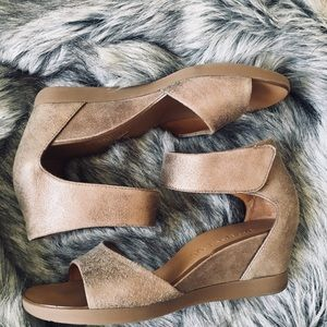✨Paul Green Tammy Wedge Sandal-Metallic Suede